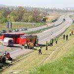 Samochód strażacki na autostradzie